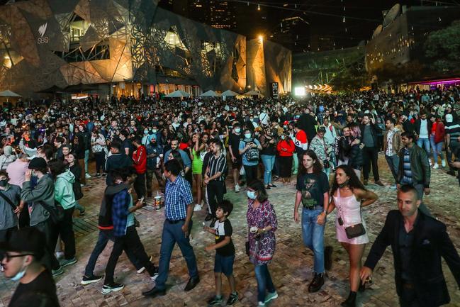 Les foules se sont rassemblées à Federation Square pour les célébrations.