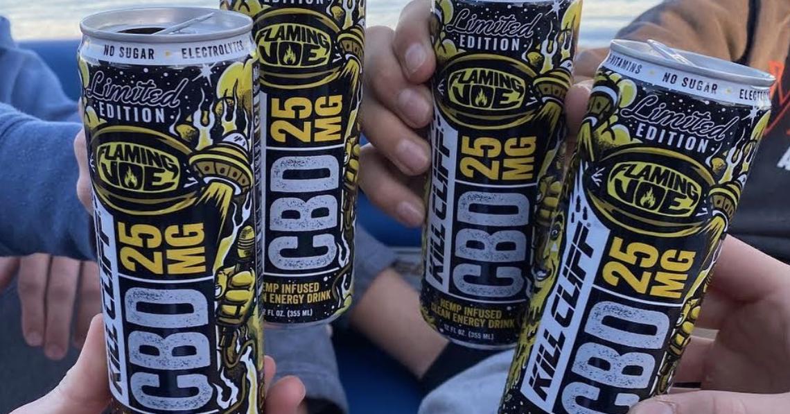 Joe Rogan fait équipe avec Kill Cliff pour une nouvelle boisson énergisante au CBD