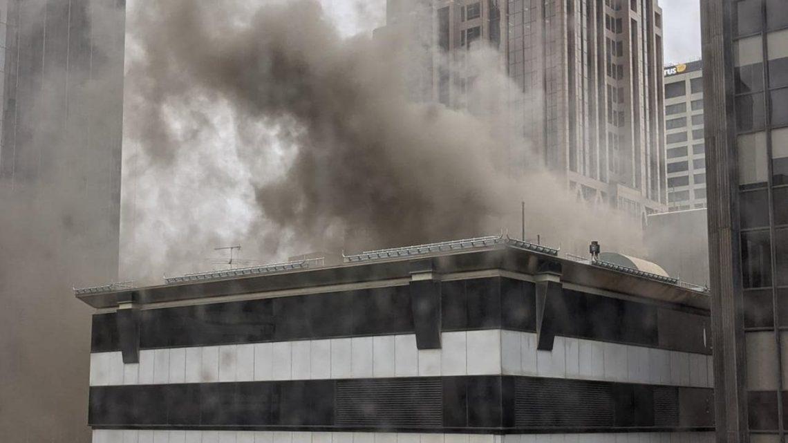 L'incendie des gratte-ciel de Melbourne CBD prend feu une deuxième fois