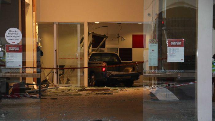 Perth CBD Bank scène d'un accident majeur sur St Georges Terrace le jour de Noël