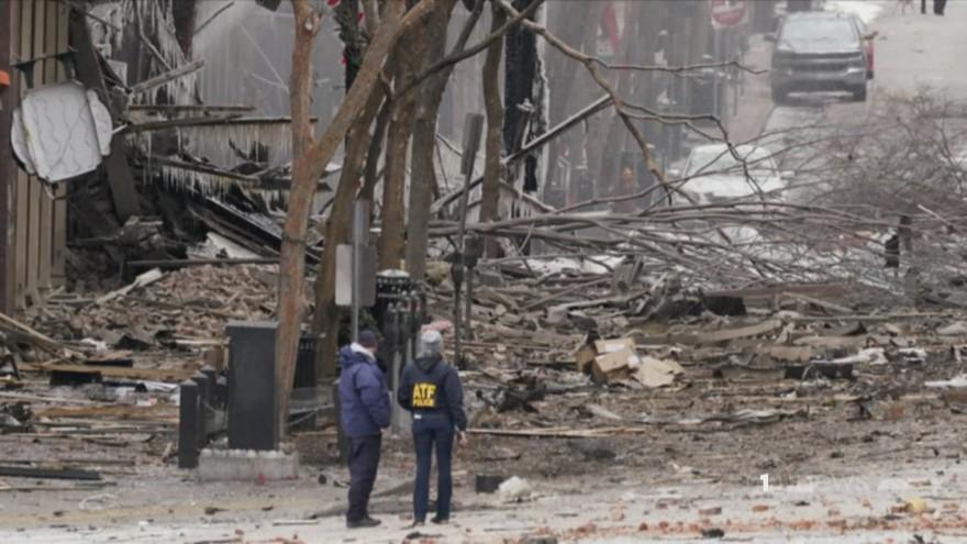 Un corps retrouvé après une explosion «intentionnelle» secoue le CBD de Nashville le jour de Noël, selon des responsables |  1 ACTUALITÉS