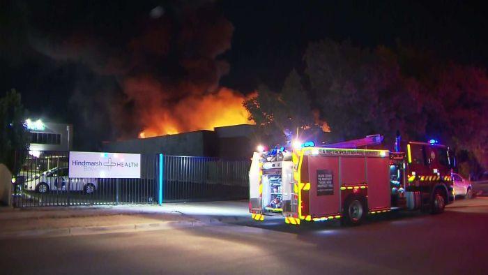 Un incendie détruit une entreprise d'impression à Hindmarsh, au nord-ouest d'Adélaïde CBD