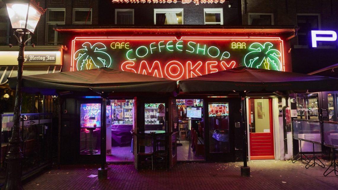 Amsterdam veut interdire aux touristes étrangers les cafés de cannabis
