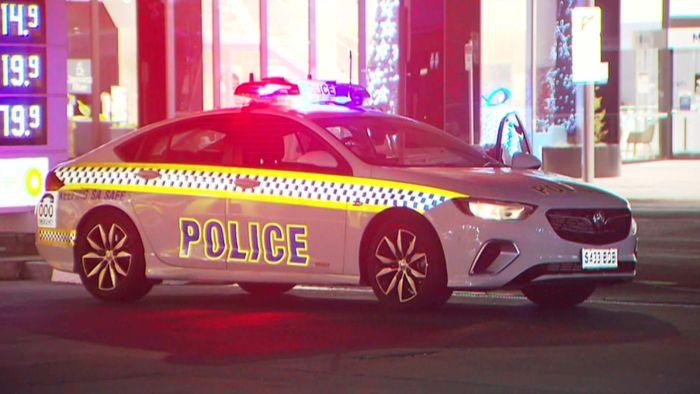 La police de l'AS enquête sur une mort suspecte dans la rue Sturt dans le quartier central des affaires d'Adélaïde