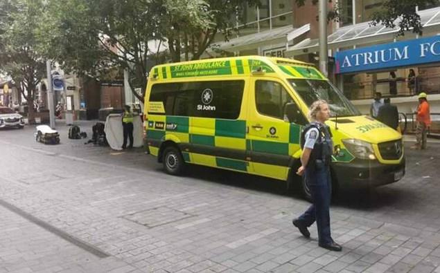 Personne critique après une chute du bâtiment du CBD d'Auckland