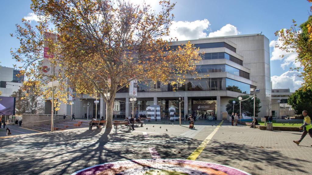 Un homme hospitalisé après avoir été « poignardé » à la State Library of WA dans le CBD de Perth