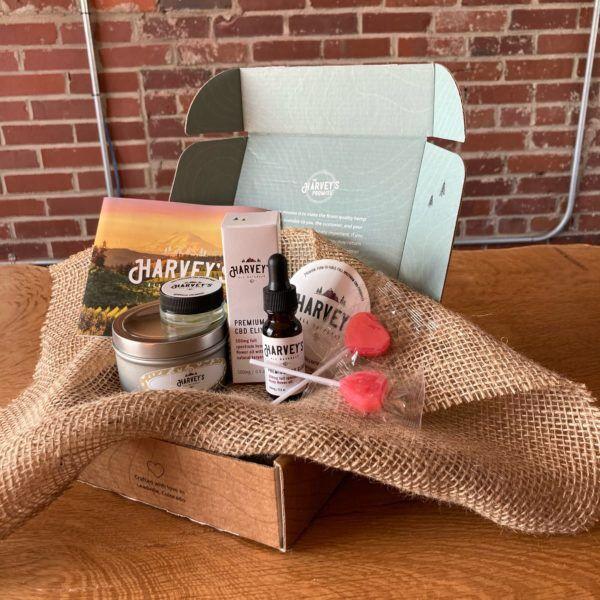 Le coffret cadeau pour couple de la société de CBD locale, Harvey's All Naturals, apporte l'amour pour la Saint-Valentin