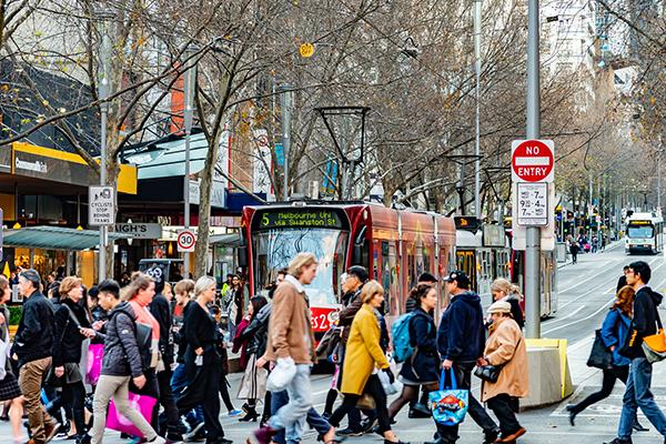 Le trafic piétonnier dans le CBD de Melbourne atteint son plus haut niveau depuis 10 mois – 3AW