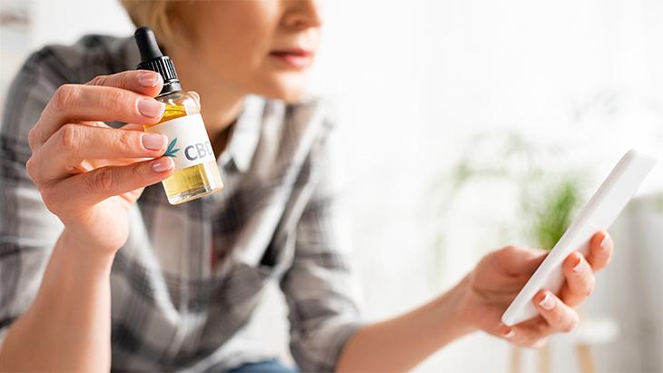 Les personnes souffrant de migraine rapportent fréquemment essayer des produits à base de CBD