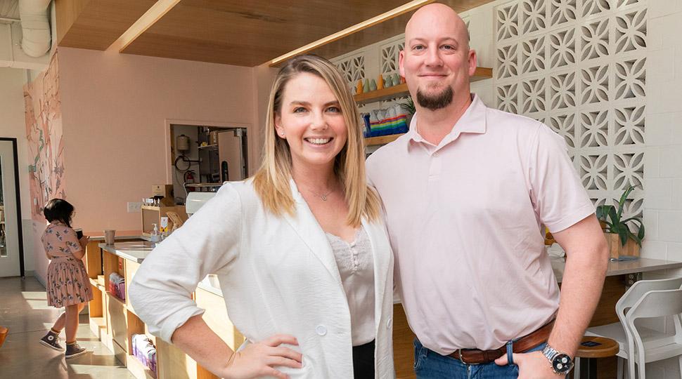 Ce couple de Fort Worth crée des collaborations avec des petites entreprises au Trinity Coffee House, y compris une société locale de CBD »Dallas innove