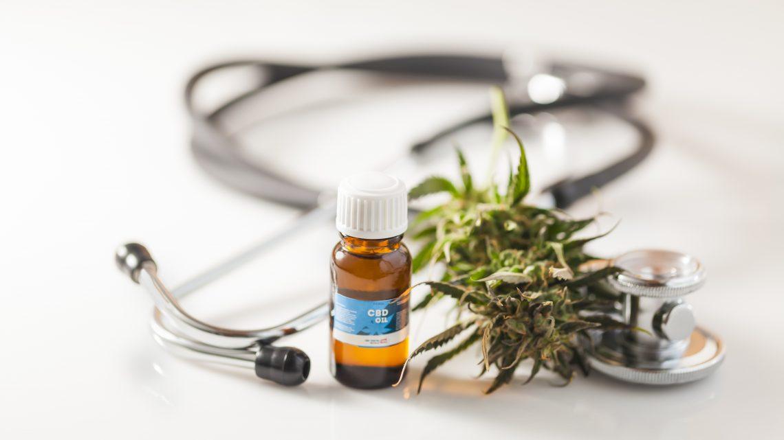 CBD pour COVID-19: l'ingrédient de la marijuana peut empêcher le virus de causer des lésions pulmonaires