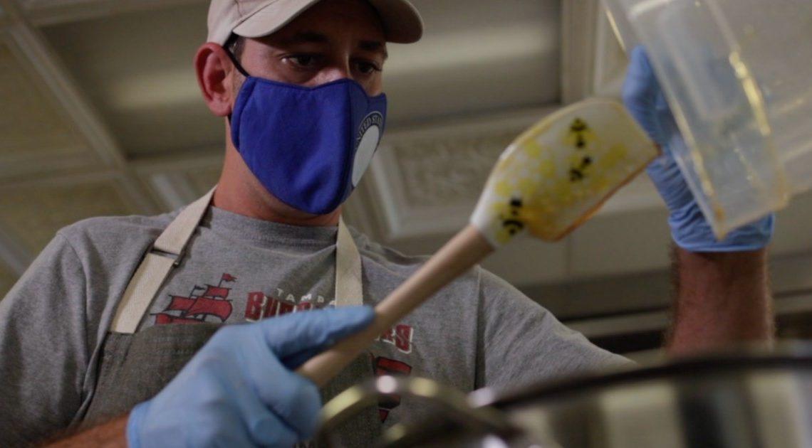 Un vétéran de la marine lance une entreprise de CBD infusée au miel pour soutenir sa famille