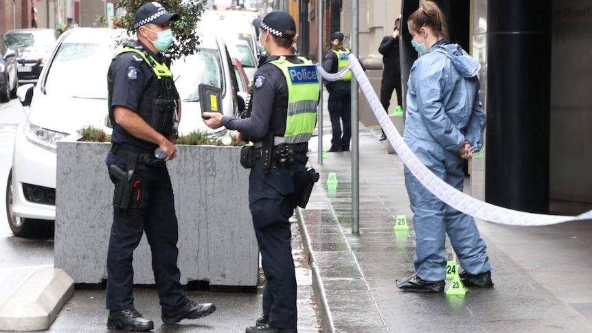 Une escouade de gangs victoriens arrête huit personnes pour des coups de couteau à Melbourne