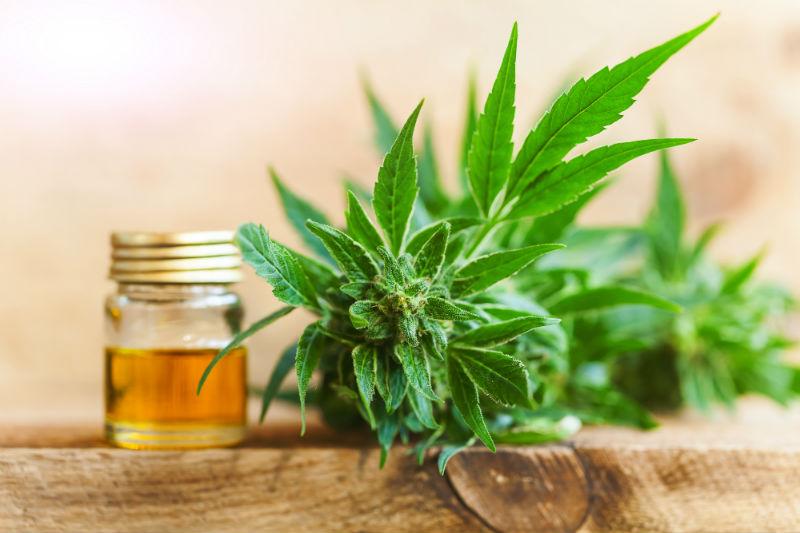 Comment le nouveau produit de cannabis se rapporte et diffère du CBD