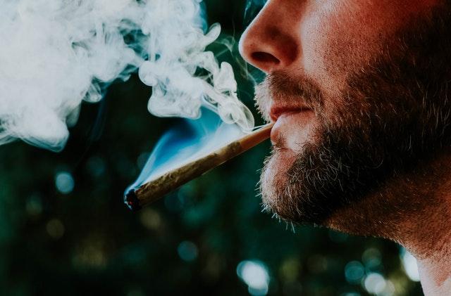 Homme, fumer