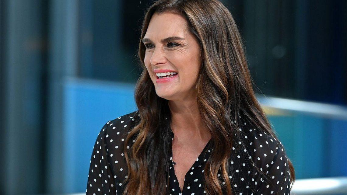 Brooke Shields ne jure que par une huile pour le visage au CBD pour hydrater et apaiser la peau sèche à 55 ans