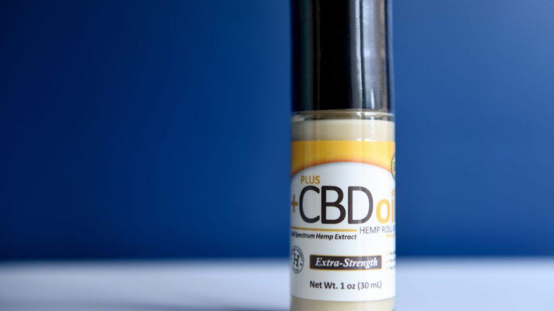 Un flic du NJ dit qu'il a été licencié pour utilisation d'huile de CBD après avoir soutenu la plainte de discrimination sexuelle d'un collègue