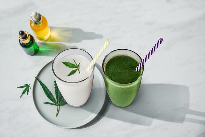 Boissons avec des feuilles de marijuana