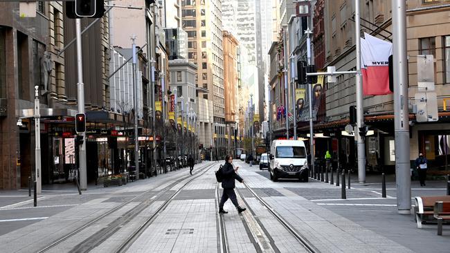 George St était une ville fantôme lundi mais pour les travailleurs essentiels.  Photo : Jeremy Piper / NCA NewsWire