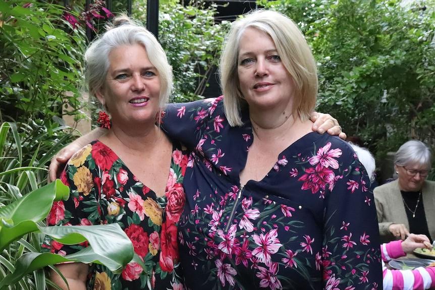 Les propriétaires de café Ipswich Elle Morar (L) et Candy Gazdagh