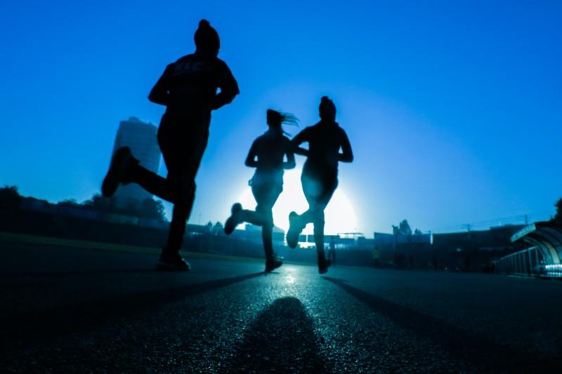 C'est un marathon pas un sprint, mais poussons le rythme