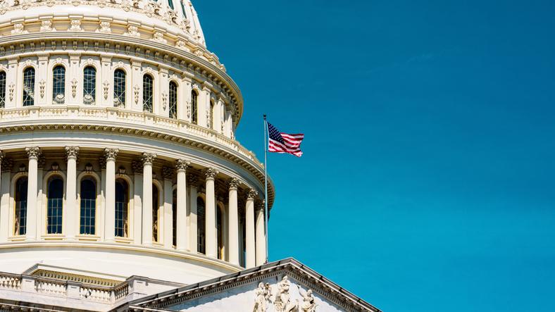 Le projet de loi Schumer impose une voie légale aux suppléments de CBD et ordonne à la FDA de fixer une limite d'exposition supérieure sûre
