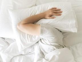 RBD est une condition dans laquelle les patients ont des mouvements violents des jambes et des bras tout en mimant leurs rêves.