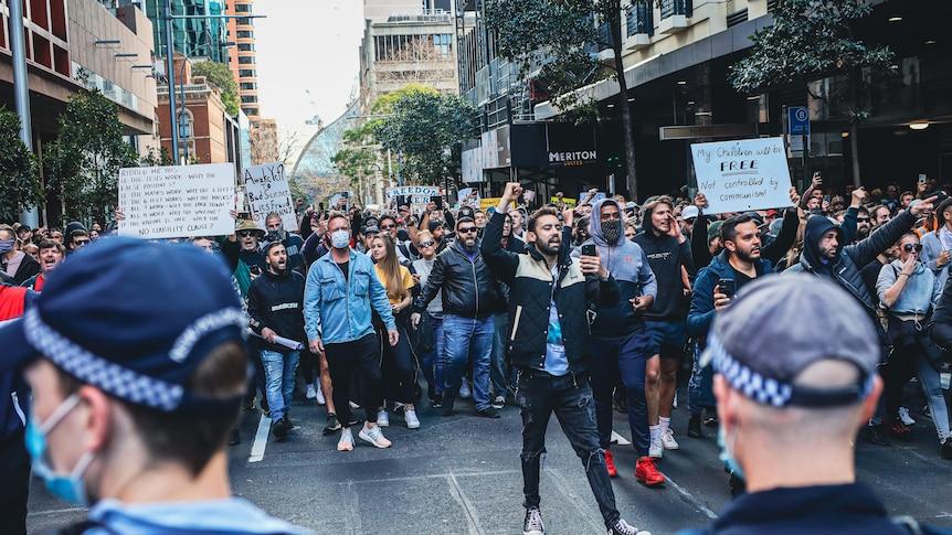 Mises à jour COVID en direct: la police de NSW bloque le transport dans le CBD de Sydney pour éviter la répétition des manifestations de verrouillage